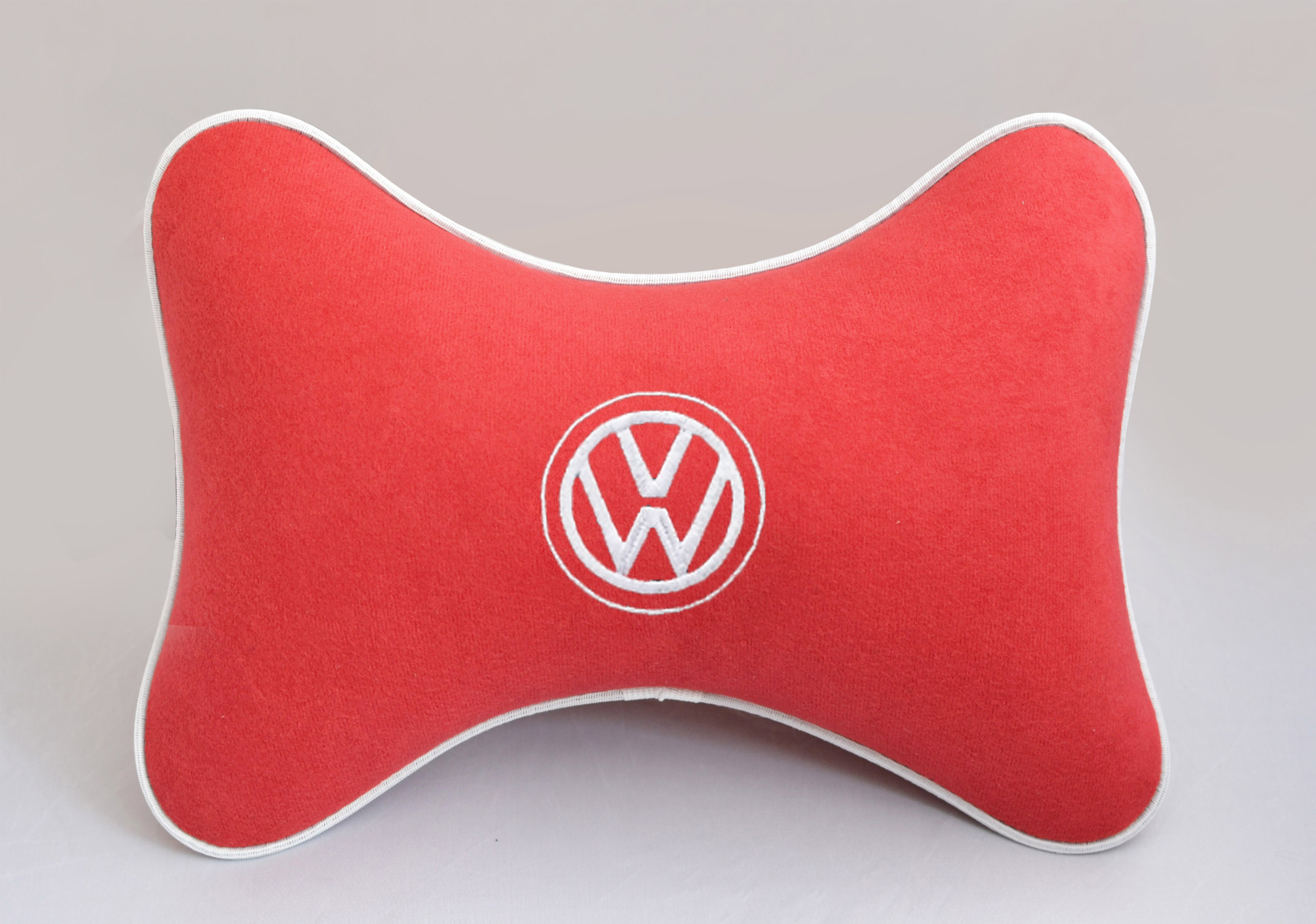 Подушка на подголовник из красного велюра VOLKSWAGEN
