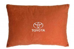 Подушка декоративная из красного велюра TOYOTA