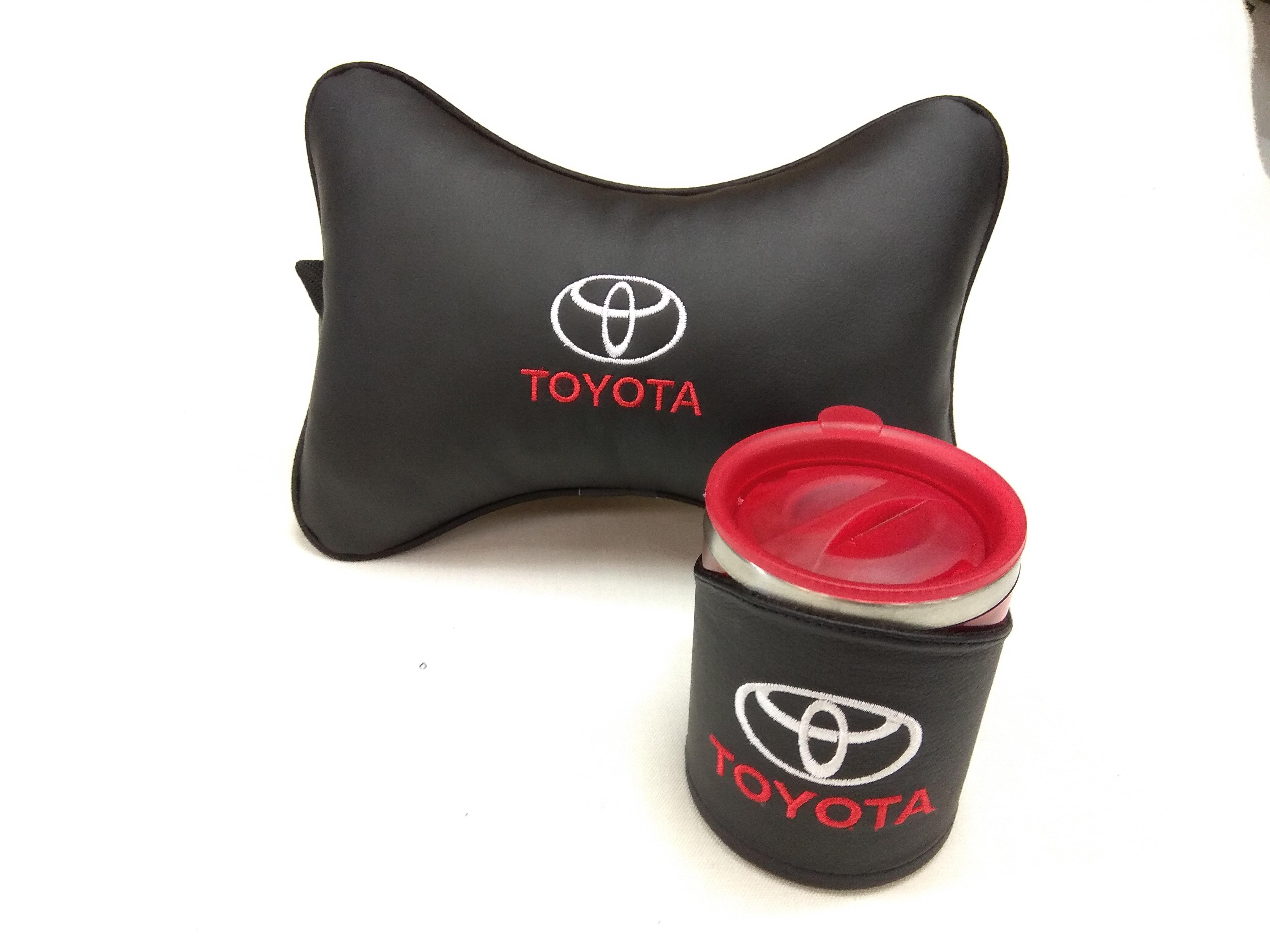 Подарочный набор подушка на подглоловник и термокружка в чехле из экокожи с логотипом TOYOTA
