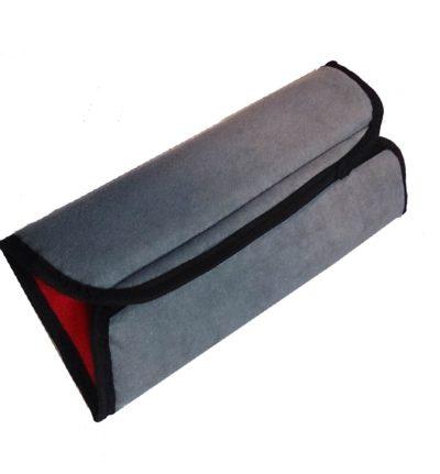 Подушка-накладка на ремень безопасности двухсторонняя, двухцветная (серо-красная)