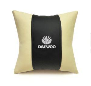 Подушка декоративная из экокожи DAEWOO (черн.-беж. 33Х33см)